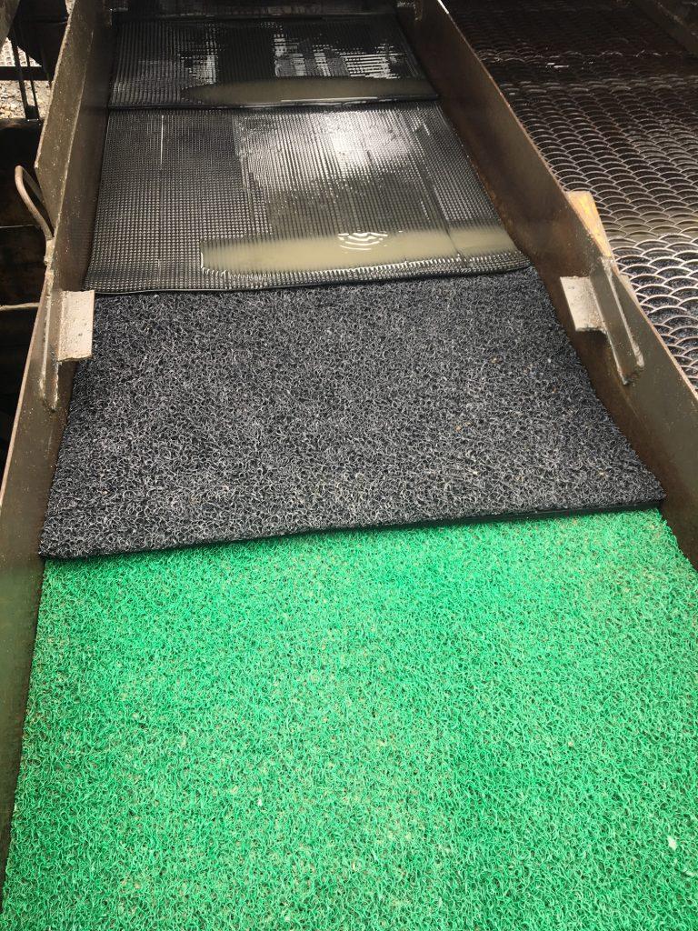 Дражные ковры и горняцкий мох с использованием трафаретов металлических в работе