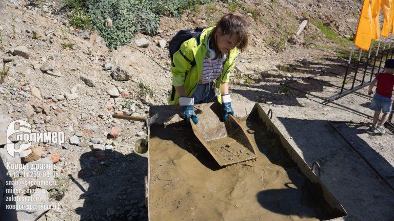 Добыча золота и промывка с использованием лотков СК-Полимеры на старательском фарте